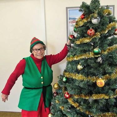 merry elf mom